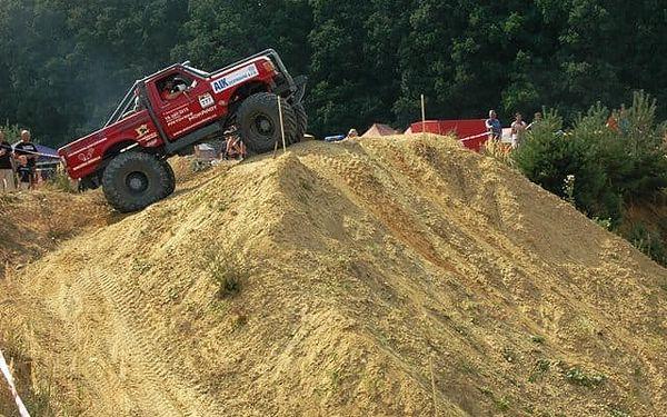 Žádná překážka není velká: 20 minut za volantem truck trialového speciálu4