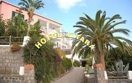 Itálie - Ischia na 8 dní, polopenze s dopravou letecky z Prahy 100 m od pláže