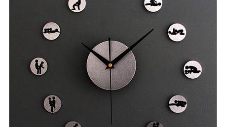 Sexy nástěnné hodiny!
