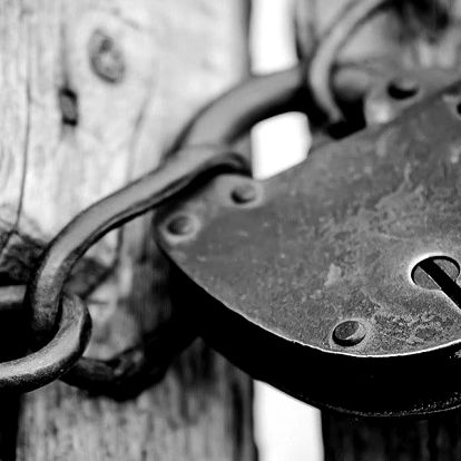 Napínavá únikovka Vrahovo doupě pro 2–4 hráče
