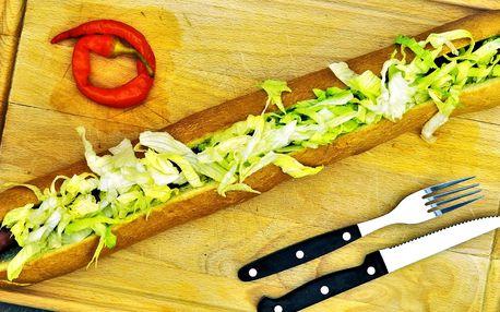 Vyhlášený půlmetrový hot dog v Pivní burze
