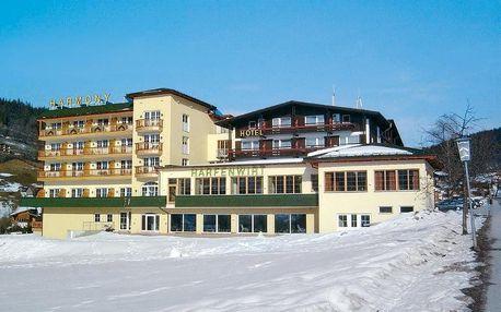 Ideální pro lyžaře – vlek, lyžařskou školu, funpark, běžeckou stopu a skibus najdete přímo u hotelu