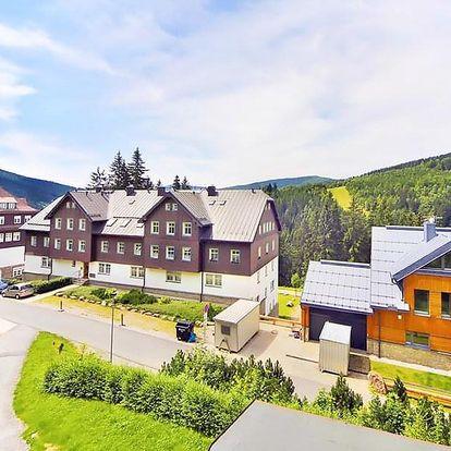 Populární Špindlerův Mlýn v plně vybavené chatě až pro 10 lidí nedaleko centra, sjezdovek i aquaparku