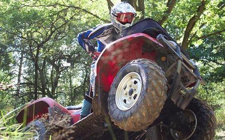 Jízda na čtyřkolce ATV na specializované trati