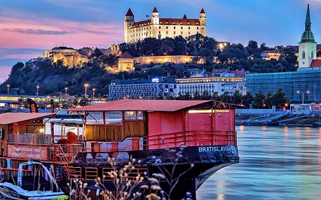 Bratislava v 4* hotelu v zámeckém stylu s půjčením kol, bazénem a snídaní/polopenzí + varianta na Silvestr