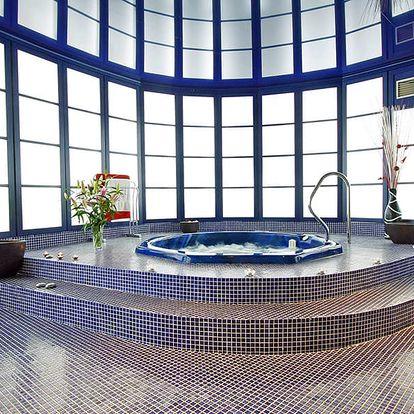 Česká Lípa: exkluzivní dámská jízda ve 4* hotelu s wellness, plnou penzí, vstupem do aquacentra + 1 noc zdarma