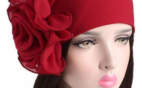 Čepice ve tvaru turbanu s květem