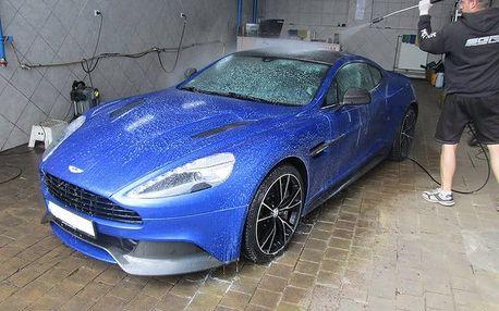 Ruční mytí karosérie vozu včetně aplikace tvrdého vosku