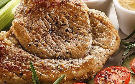 Kuřecí a vepřové steaky, tatarka, salát a dezert v restauraci Švejk. Menu je pro 2 - 6 osob.