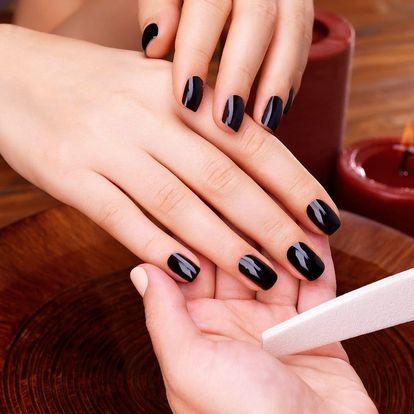 Manikúra s gel lakem nebo gelové nehty