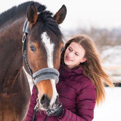 Zážitek pro milovníky koní: procházka s vyjížďkou