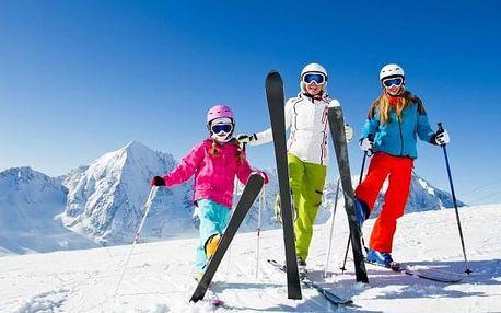 Rakouské Alpy u ski areálů se saunami