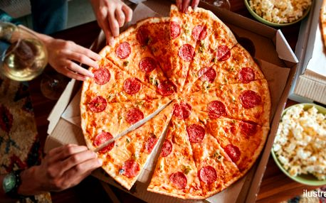 Večeře s partou: giga pizza dle výběru až pro 4