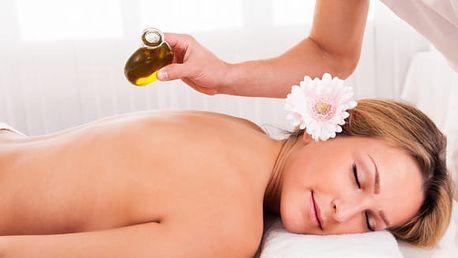 Luxusní masáž krční páteře, zad a chodidel, olej dle výběru