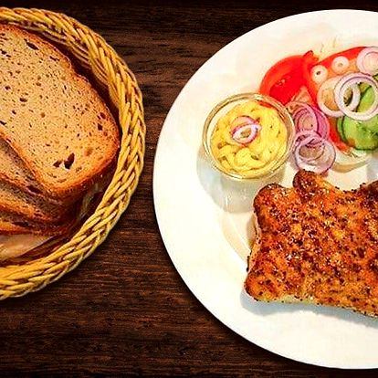 Pořádný vepřový steak v restauraci Budvarka