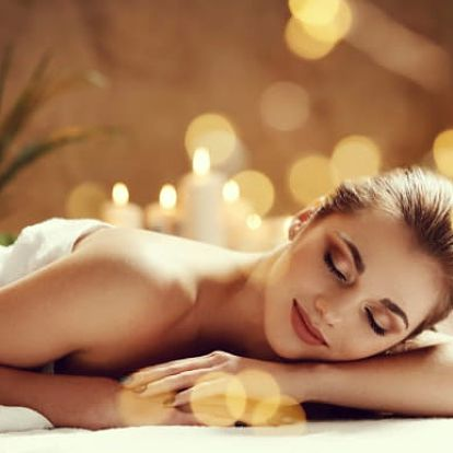 Havajská masáž či relaxační masáž s masáží nohou a hlavy