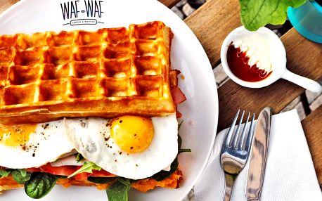 Oběd či večeře ve Waf-Waf: obrovské vafle i nápoj