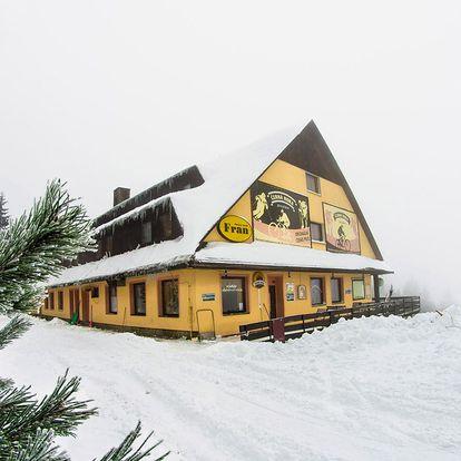 Víkendové lyžování v Beskydech v hotelu Fran přímo na sjezdovce
