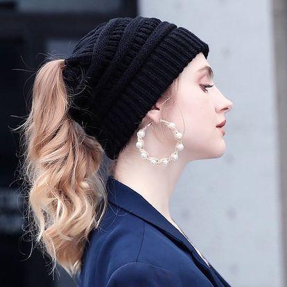 Dámská pletená čepice s otvorem na culík - 25 barev