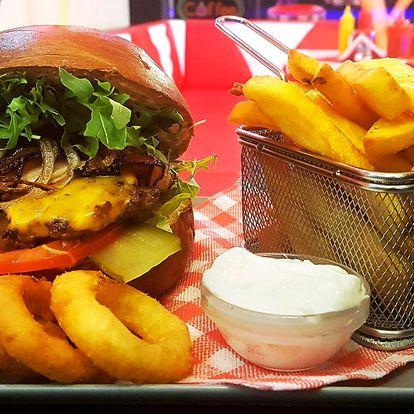 2x burgerové menu s cibulovými kroužky i hranolky