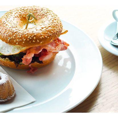 Snídaně a vstup na vyhlídku Žižkovské věže