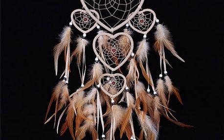 Indiánský lapač snů se srdíčky a peříčky
