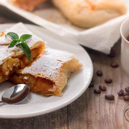 Doplňte energii v Cafe In: káva a jablečný závin