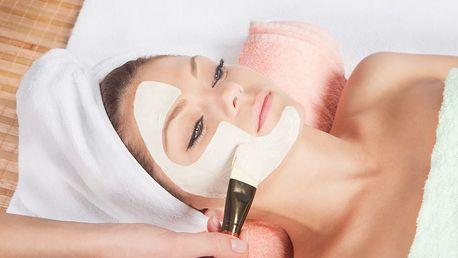 Kosmetické ošetření pleti - zahrnuje peeling, masku, úpravu obočí aj.