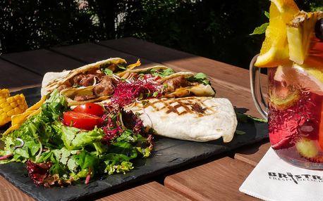 Burrito, domácí cibulové kroužky a limonáda