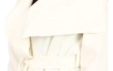 Krátký zavinovací dámský kabát bílá