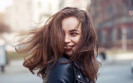 Střih vč. regenerace pro všechny délky vlasů