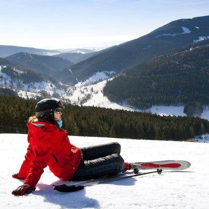 Zima plná lyžování v jednoduchém penzionu v Peci