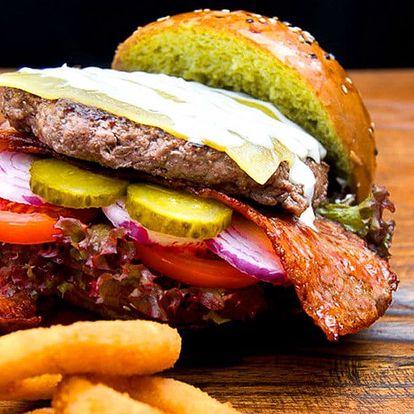 Matcha Burger s jedinečnou bulkou plnou dobrot