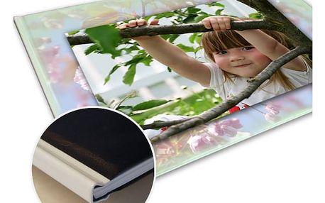 Fotokniha nebo fotosešit v kvalitním provedení. Až 120 stran Vašich zážitků na kvalitním papíře.