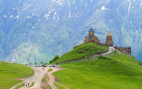Dobrodružství pod Kavkazem, letecky, snídaně v ceně