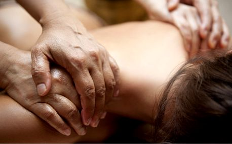 Hýčkání celého těla: 60minutová čtyřruční masáž