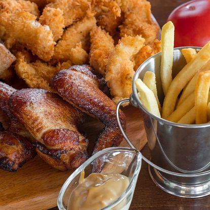 Prkno s kilem masa, hranolky a dipy pro 4 osoby