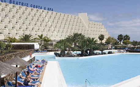 Kanárské ostrovy - Lanzarote na 8 dní, polopenze nebo snídaně s dopravou letecky z Vídně 900 m od pláže