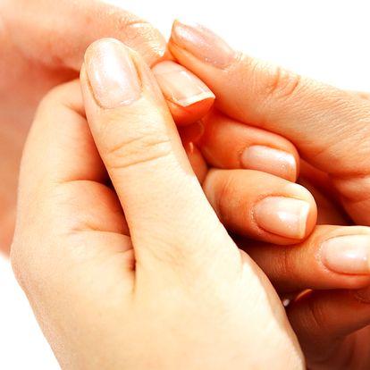 Krásné nehty, japonská manikúra P-shine v pražském salonu Nehtík. Vhodné pro muže i ženy.