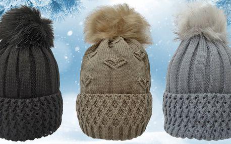 Dámské zimní čepice s chlupatou bambulí