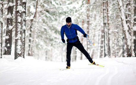 Nanesení univerzální stoupací pásky na běžecké lyže
