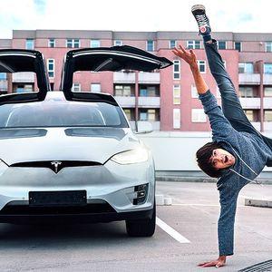 Až 120 minut řidičem elektromobilu Tesla X