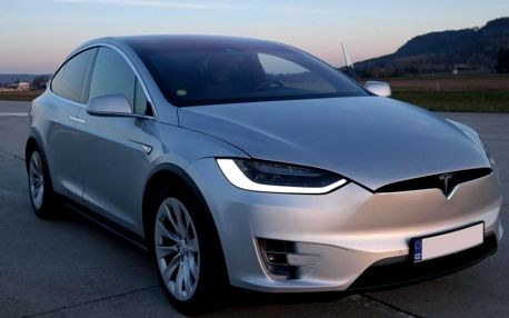 Jízda v elektromobilu Tesla X