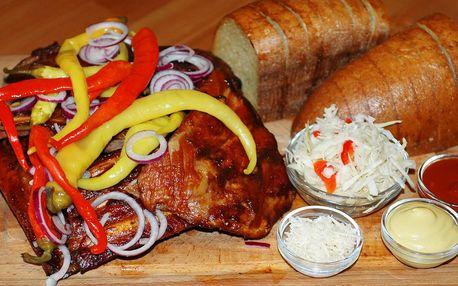 Kilová žebra v BBQ marinádě s rozpečeným chlebem