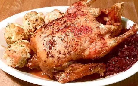 Pečená kachna s knedlíky v restauraci La Bastille