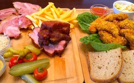 Masové prkno, hranolky a salát pro 3–4 osoby