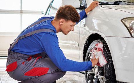 Parking a ruční mytí aut na Letišti Václava Havla