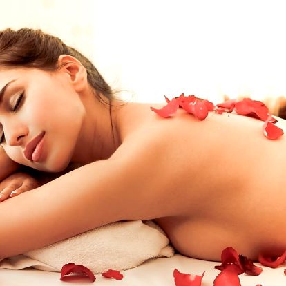 Valentýnská růžová masáž s čokoládovým zábalem