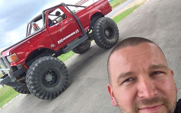 Žádná překážka není velká: Adrenalin za volantem Truck trialového speciálu3