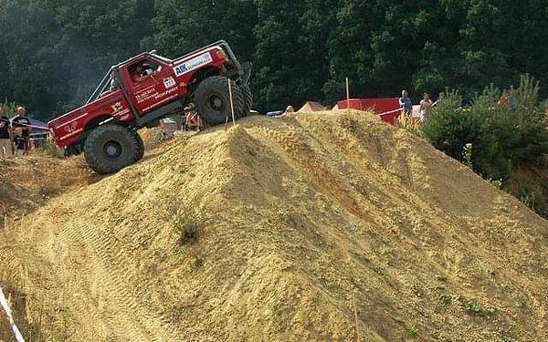 Žádná překážka není velká: Adrenalin za volantem Truck trialového speciálu4
